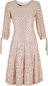Różowa sukienka Poza z szyfonu z długim rękawem