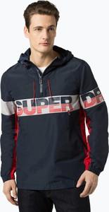 Niebieska kurtka Superdry w młodzieżowym stylu