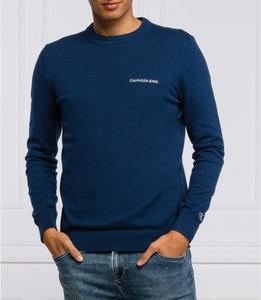 Sweter Calvin Klein z wełny w stylu casual z okrągłym dekoltem