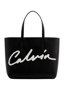 Czarna torebka Calvin Klein w wakacyjnym stylu