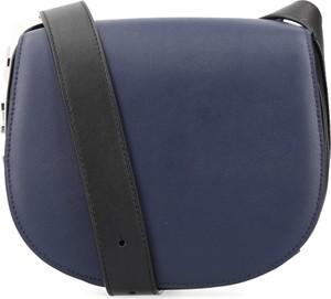 Niebieska torebka DKNY na ramię ze skóry