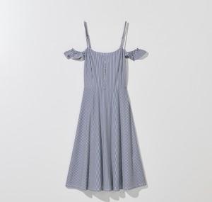 Niebieska sukienka Mohito rozkloszowana