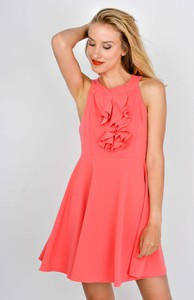 Różowa sukienka Zoio rozkloszowana na randkę midi
