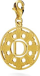 GIORRE SREBRNY CHARMS ROZETA Z LITERĄ 925 : Kolor pokrycia srebra - Pokrycie Żółtym 24K Złotem, Litera - D
