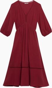 Czerwona sukienka ORSAY midi z tkaniny z dekoltem w kształcie litery v