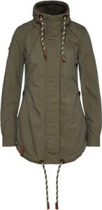Zielona kurtka naketano w militarnym stylu