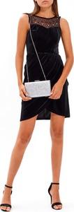 Czarna sukienka Gate bez rękawów z zamszu mini