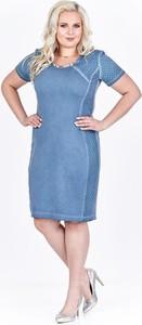 Niebieska sukienka Fokus dla puszystych z okrągłym dekoltem