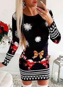 Czarna sukienka Sandbella w bożonarodzeniowy wzór dopasowana mini