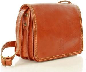 Brązowa torebka Vera Pelle matowa w stylu boho średnia