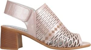 Różowe sandały HBH