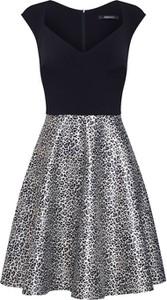 Sukienka Swing z tkaniny
