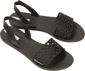 Czarne sandały Ipanema z płaską podeszwą