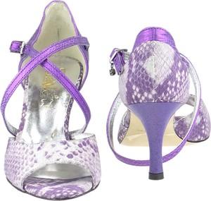Fioletowe sandały Elante z klamrami na średnim obcasie ze skóry