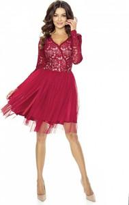 Czerwona sukienka Kartes-moda midi z dekoltem w kształcie litery v