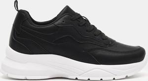 Czarne buty sportowe Sinsay sznurowane