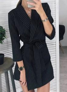 Czarna sukienka Arilook mini w stylu casual z dekoltem w kształcie litery v