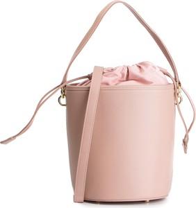 Różowa torebka Kazar ze skóry z frędzlami na ramię