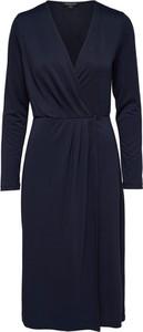 Sukienka Selected Femme w stylu casual z dekoltem w kształcie litery v midi
