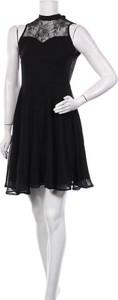 Czarna sukienka Irl z okrągłym dekoltem