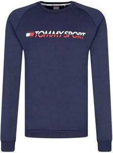 Niebieska bluza Tommy Hilfiger w młodzieżowym stylu