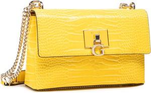 Żółta torebka Guess ze skóry mała na ramię