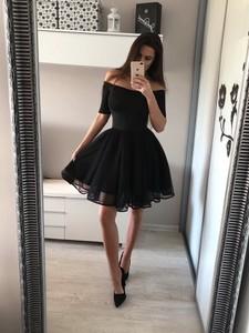 Czarna sukienka Tenezito.com.pl z krótkim rękawem midi z tiulu