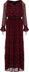 Czerwona sukienka Guess z dekoltem w kształcie litery v z długim rękawem w stylu casual