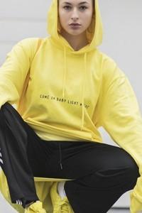 Żółta bluza REST_FActory z bawełny w sportowym stylu