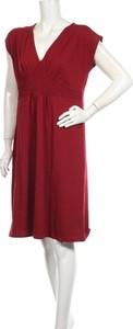 Czerwona sukienka Supermom mini z dekoltem w kształcie litery v z krótkim rękawem
