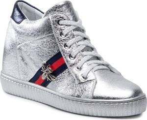 Srebrne buty sportowe R.Polański sznurowane w sportowym stylu