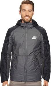 Czarna kurtka Nike z plaru w sportowym stylu
