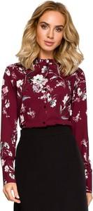 Czerwona bluzka MOE w street stylu