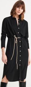 Czarna sukienka Reserved szmizjerka z długim rękawem midi