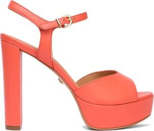 Czerwone sandały Kazar z klamrami na obcasie ze skóry