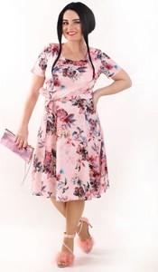 Różowa sukienka Oscar Fashion z krótkim rękawem z okrągłym dekoltem midi