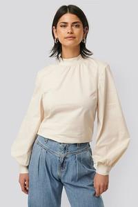 Bluzka NA-KD z okrągłym dekoltem z długim rękawem