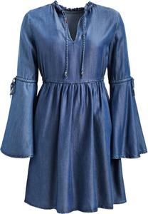 Niebieska sukienka khujo w stylu boho oversize z długim rękawem