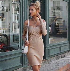Sukienka Miandmolly w stylu casual z dekoltem w kształcie litery v