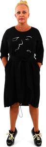 Czarna sukienka Roxana - sukienki z okrągłym dekoltem