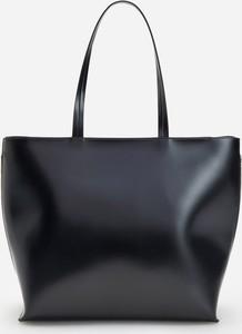 Czarna torebka Reserved na ramię duża matowa