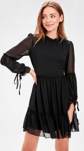 Sukienka Trendyol z długim rękawem mini rozkloszowana