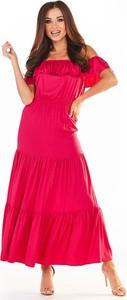 Różowa sukienka Awama z krótkim rękawem maxi