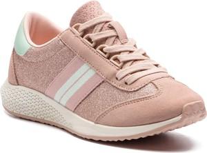 Różowe buty sportowe Tamaris w sportowym stylu na koturnie sznurowane