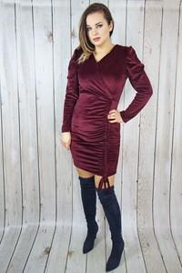 Czerwona sukienka hitdnia.com.pl midi z długim rękawem wyszczuplająca