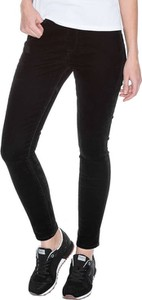 Jeansy Pepe Jeans w młodzieżowym stylu