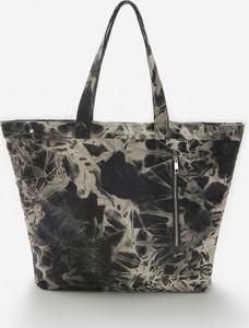 Czarna torebka Reserved w wakacyjnym stylu duża