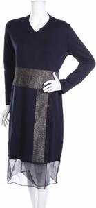 Granatowa sukienka By Graziella prosta z długim rękawem