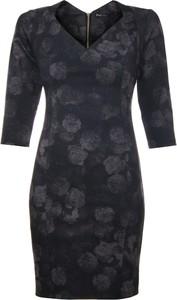 Granatowa sukienka Niren dopasowana z dekoltem w kształcie litery v