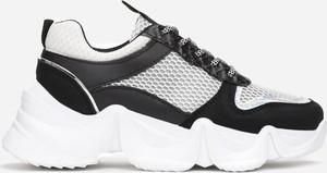 Sneakersy Multu na platformie sznurowane
